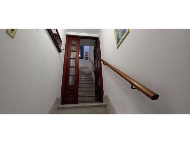 Acceso a la casa, escalera de mármol