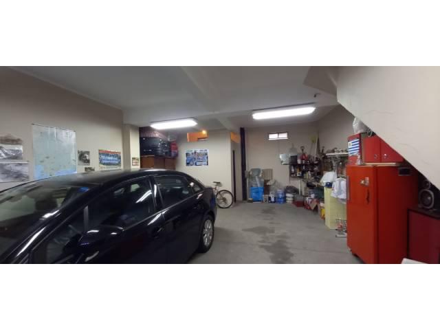 Garage super amplio con baño
