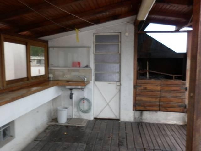 Terraza con parrillero techado